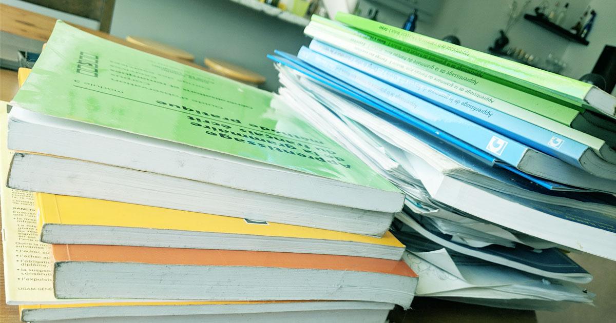 Pile de documents pour un projet qui dérape
